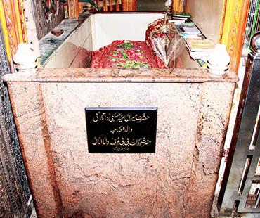 Mazar of Hazrat Daulat Bibi Urf Dama Amma